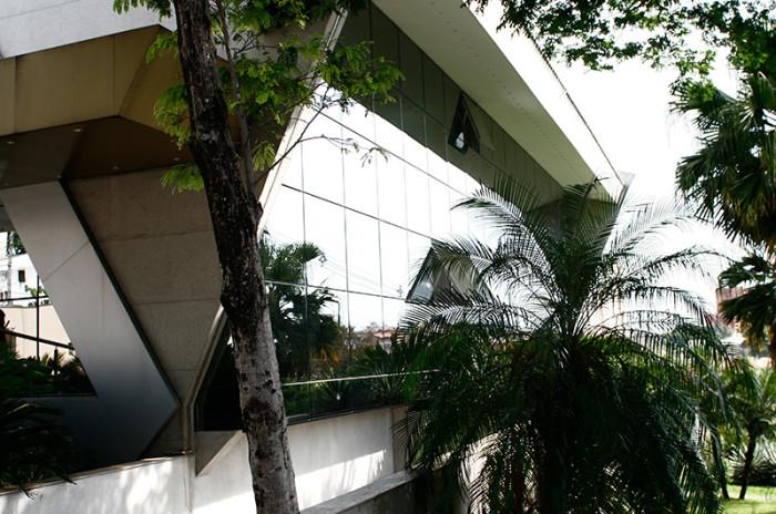 Revestimento em Fachada: Plantão de Vendas Nice - Construtora Alavanca